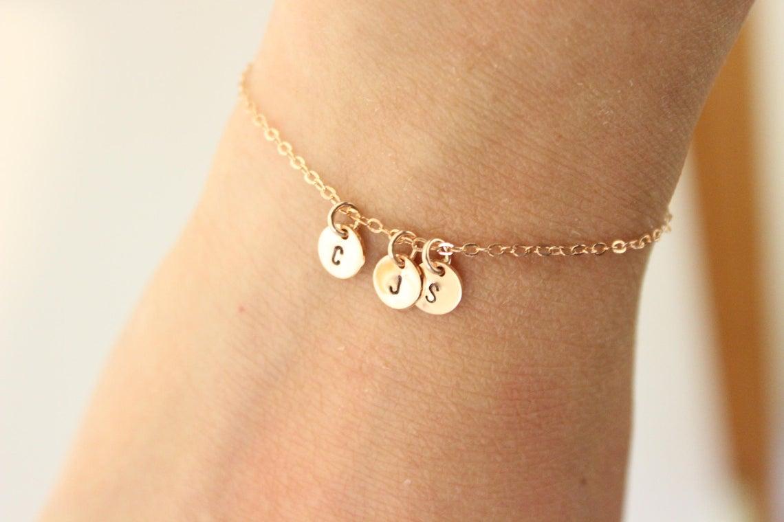5 bijoux essentiels que chaque femme devrait avoir